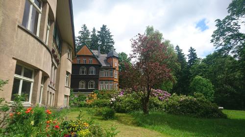 Blick Haupthaus Villa, Mai 2017 - Krankenhaus Sanatorium Dr. Barner