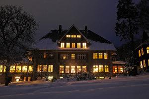Klinik Dr. Barner - Mittelhaus im Winter