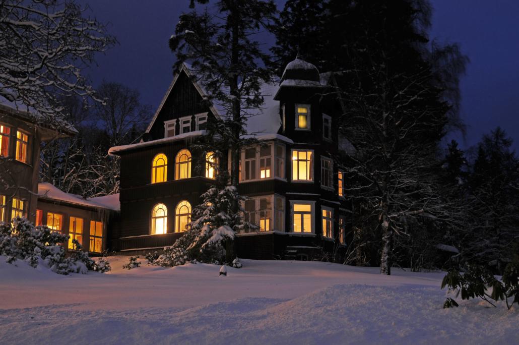 Klinik Dr. Barner - Die Villa im Winter
